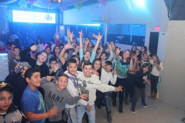 ילדים במסיבת בת מצווה הכל כלול במועדון פיץ' קלאב