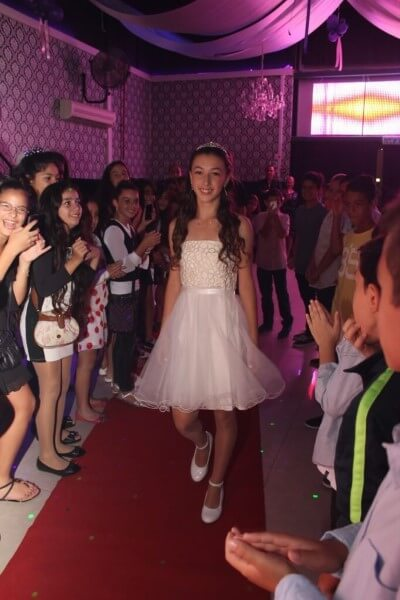 ילדה מרמת השרון חוגגת בת מצווה בפיץ קלאב