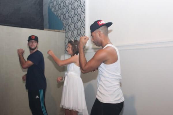 ילדה מכפר סבא רוקדת בבת מצווה שלה בפיץ קלאב