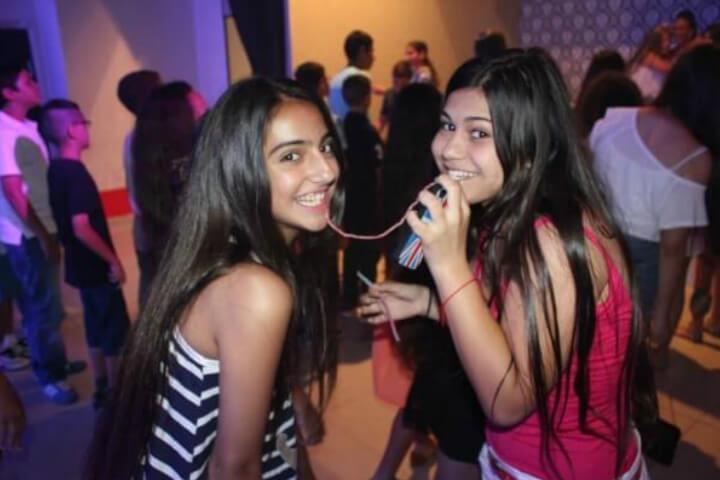 ילדות בחגיגת בת מצווה מיוחדת בפיץ' קלאב